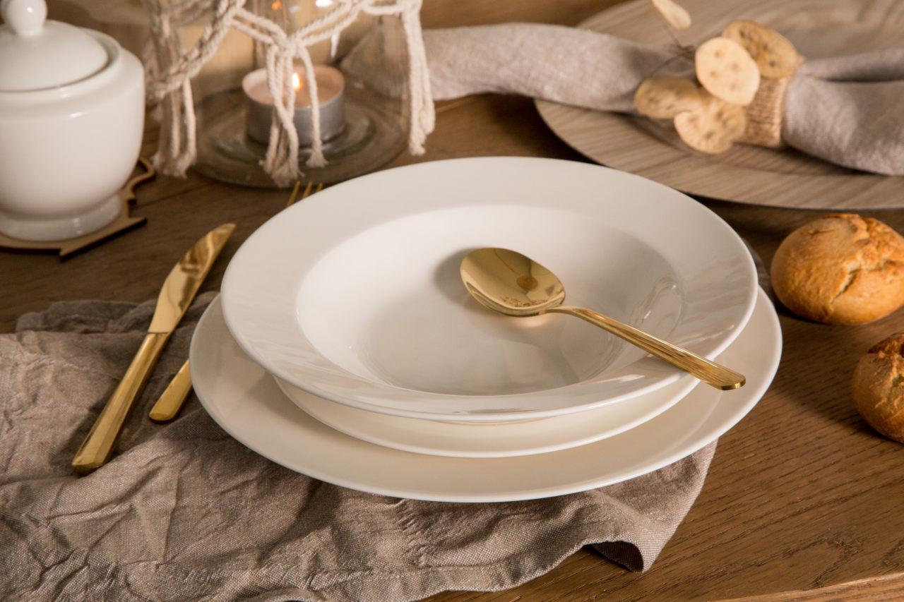 Porcelana MariaPaula Klasyka Ecru występuje w zestawach do kawy oraz obiadowych